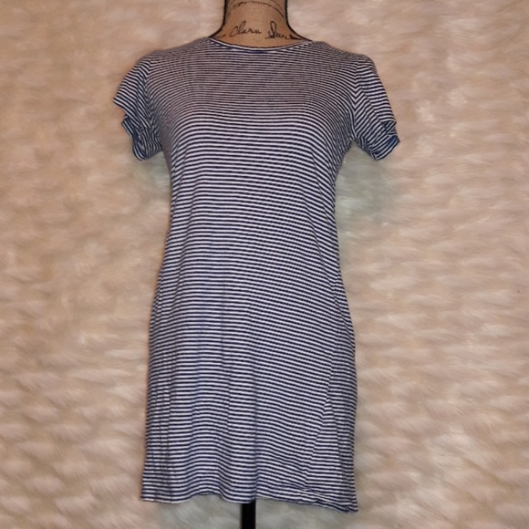 Forever 21 Dresses & Skirts - Forever 21 blue short sleeve striped t-shirt dress